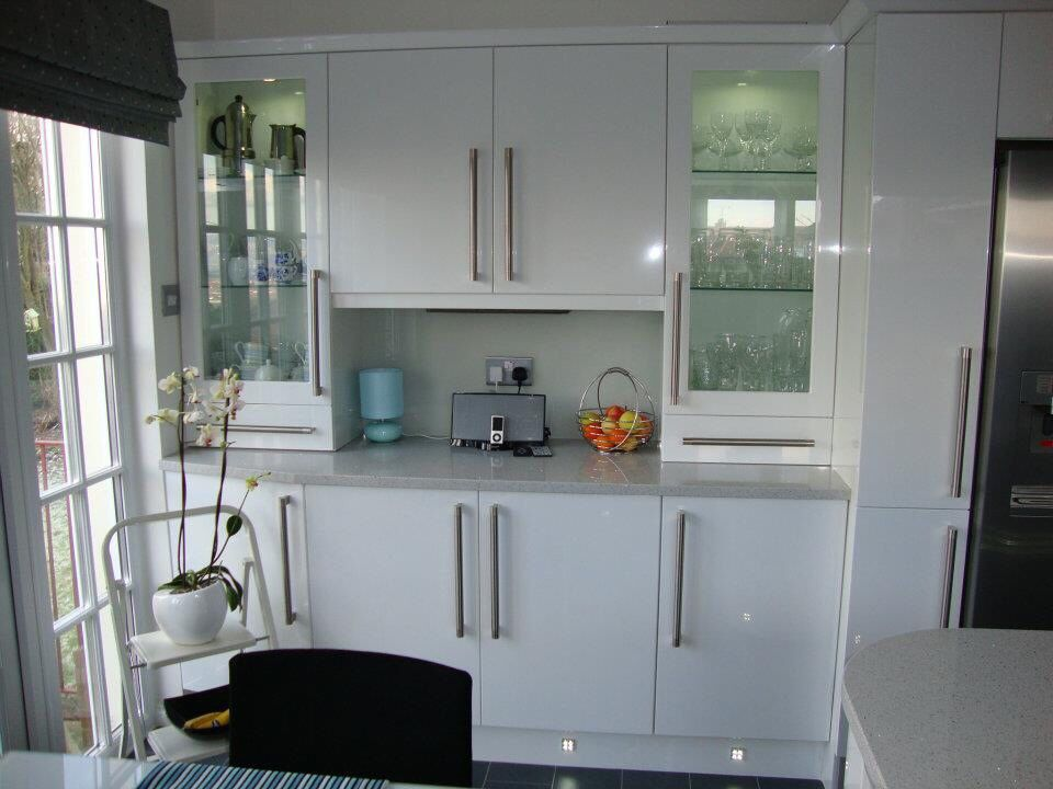 White Gloss Kitchen With Dressers