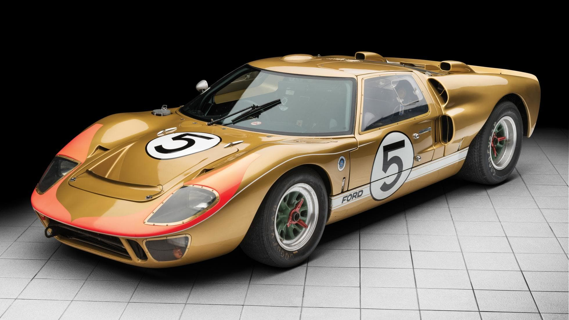 A 1966 Le Mans Ford Gt40 Is Up For Auction For 12 Million Ford Gt40 Ford Gt Cool Sports Cars