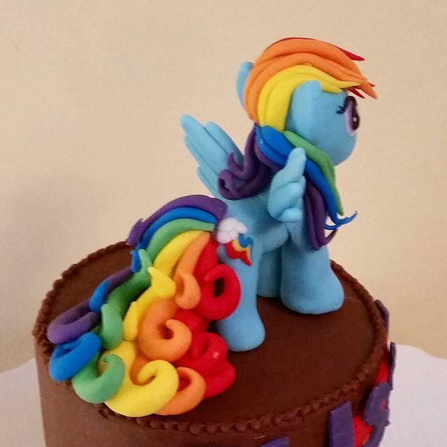Our My Little Pony cake topper Go Rainbow Dash Tart Bites