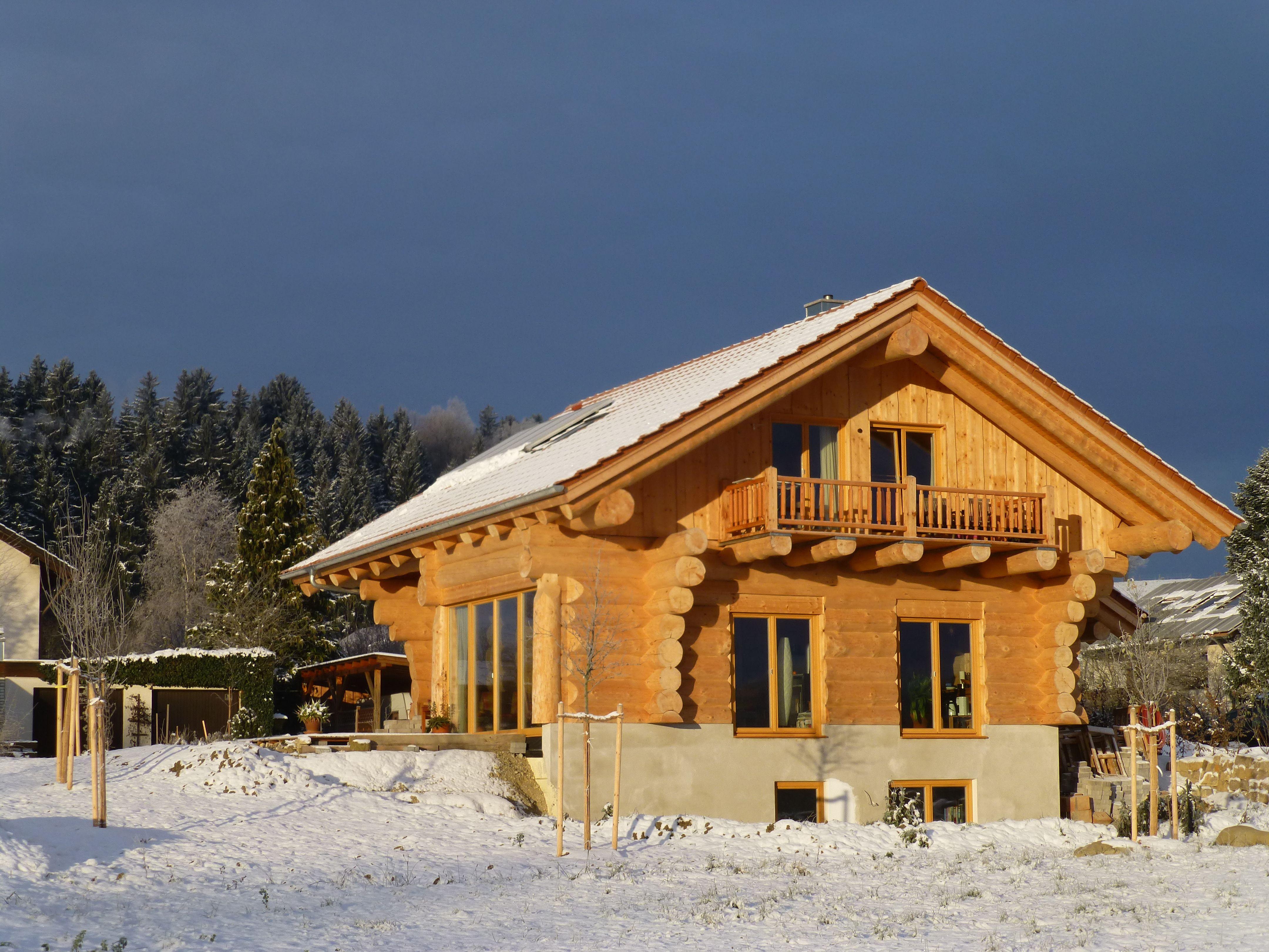 Blockhaus naturstammhaus von blockhaus for Minimalistisches haus