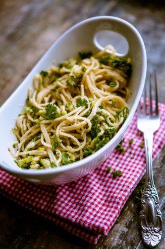 Pasta mit Zucchini-Nuss-Soße - ein Gastbeitrag für den ...