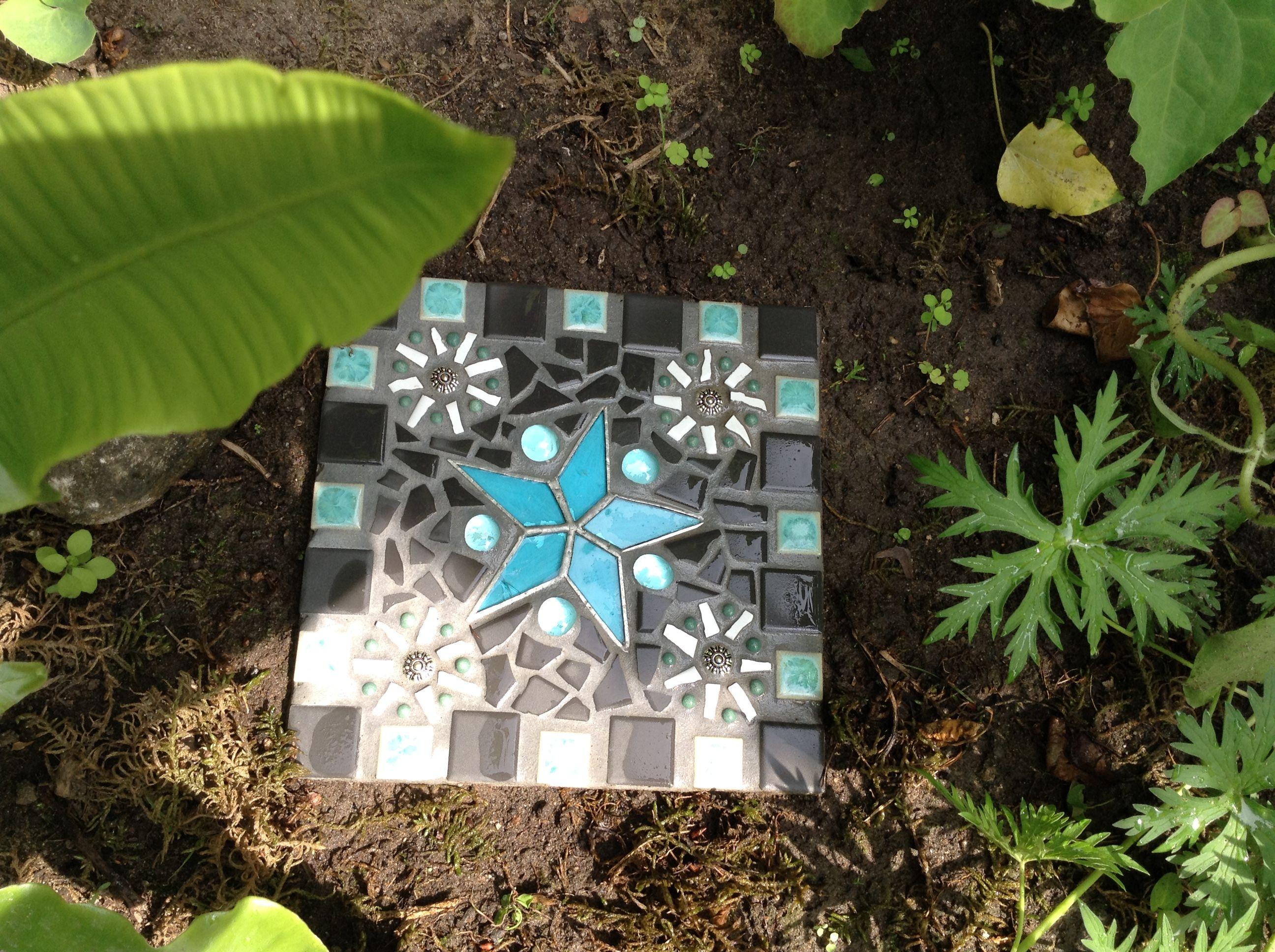 Garden Stepping Stones Mosaic   Mosaic stepping stone, Mosaic ...