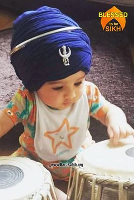 #BlessedTobeASikh Little Kaur tapping her little fingers on the tabla Share & Spread this adorable capture!