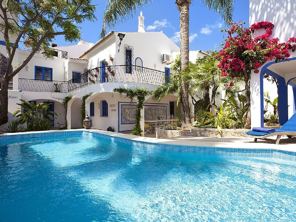 Wonderful Amazing Hidden Gem, In The Heart Of Carvoeiro With Air Con, Pool, UK TV.  Holiday Villa For Rent From With The Added Security Of Our Fraud Protection.