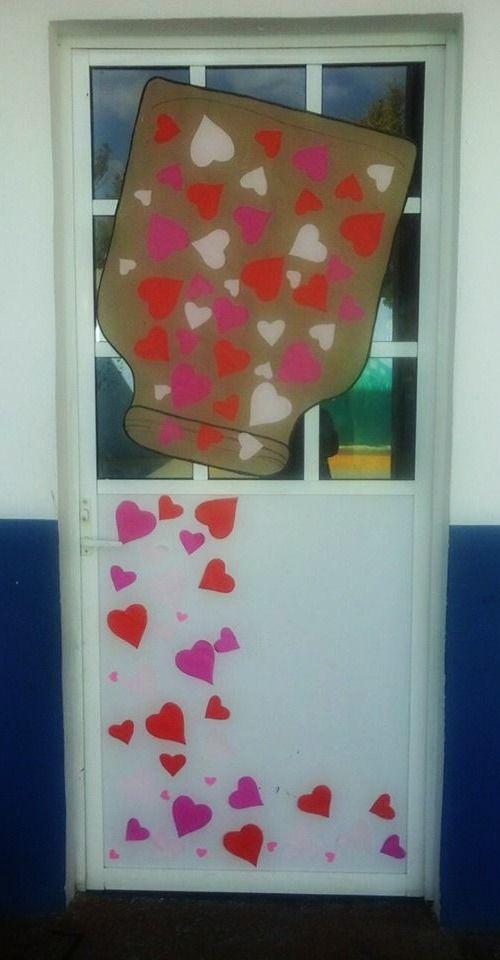 Puerta decorada del mes de febrero salones de clases for Puertas escolares decoradas