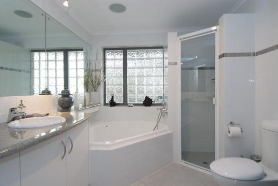 Corner Bath Design Ideas Get Inspired By Photos Of Corner Baths From Australian Designers Trade Professio In 2020 Corner Bath Small Bathroom Layout Bathroom Layout