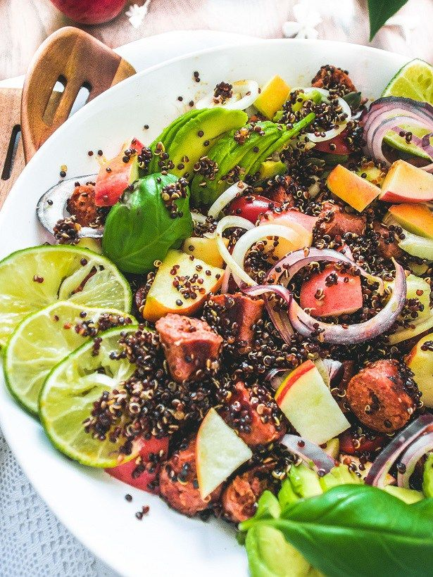 Apple and chorizo quinoa salad // Omena-chorizo-kvinoasalaatti (myös vege/vegaaniversio) – Viimeistä Murua Myöten