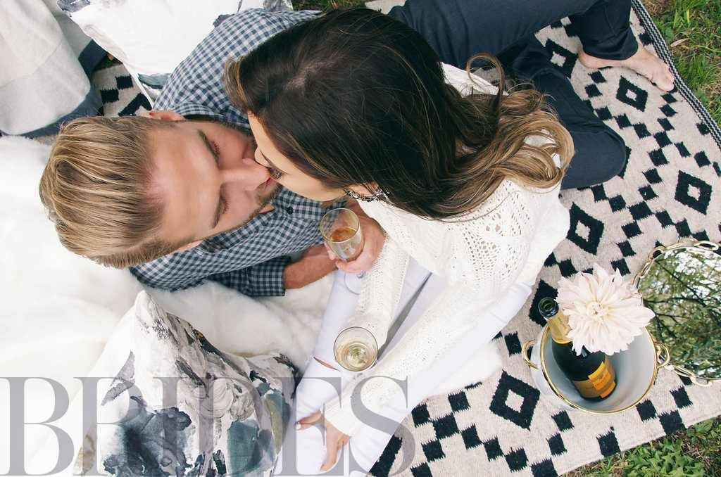 kiss photo / engagement