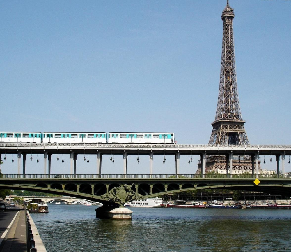 Pont de Bir Hakeim Pont, Paris champs elysees