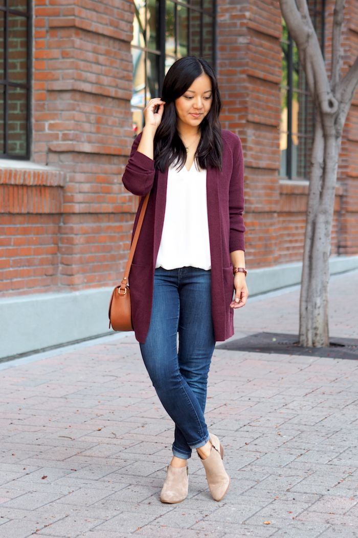 White blouse+skinny jeans+nude ankle boots+burgundy long cardigan+camel  crossbody. Fall Casual Outfit 2016 Blusa blanca+vaqueros skinny+botines  bajos ... 22b423e45