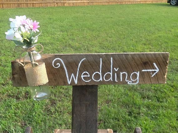 Rustic wedding sign with mason jar.. @mdeanna123 Do u think we should add a jar??