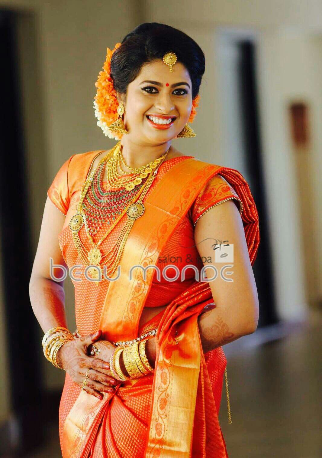 traditional southern indian bride wearing bridal silk saree and