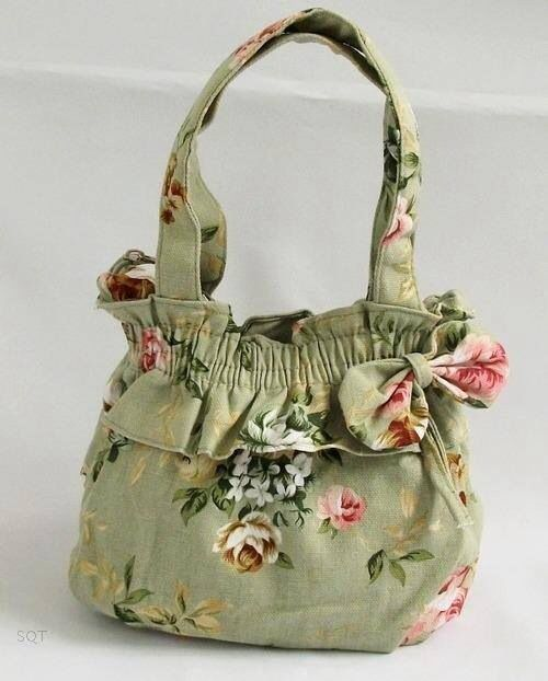 Antoinette mini handbag in Sage. Going for $8 with less than an hour til Auctions close!