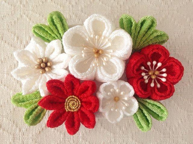 〈つまみ細工〉梅と小菊のバレッタ(白と赤)
