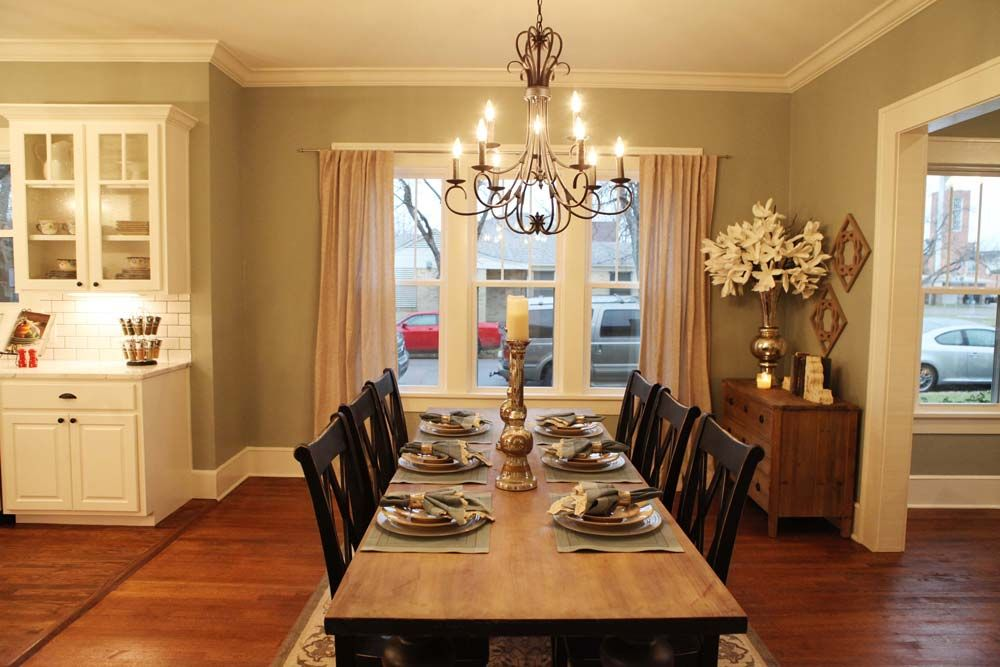 Best 25 magnolia homes hgtv ideas on pinterest magnolia for Dining room joanna gaines