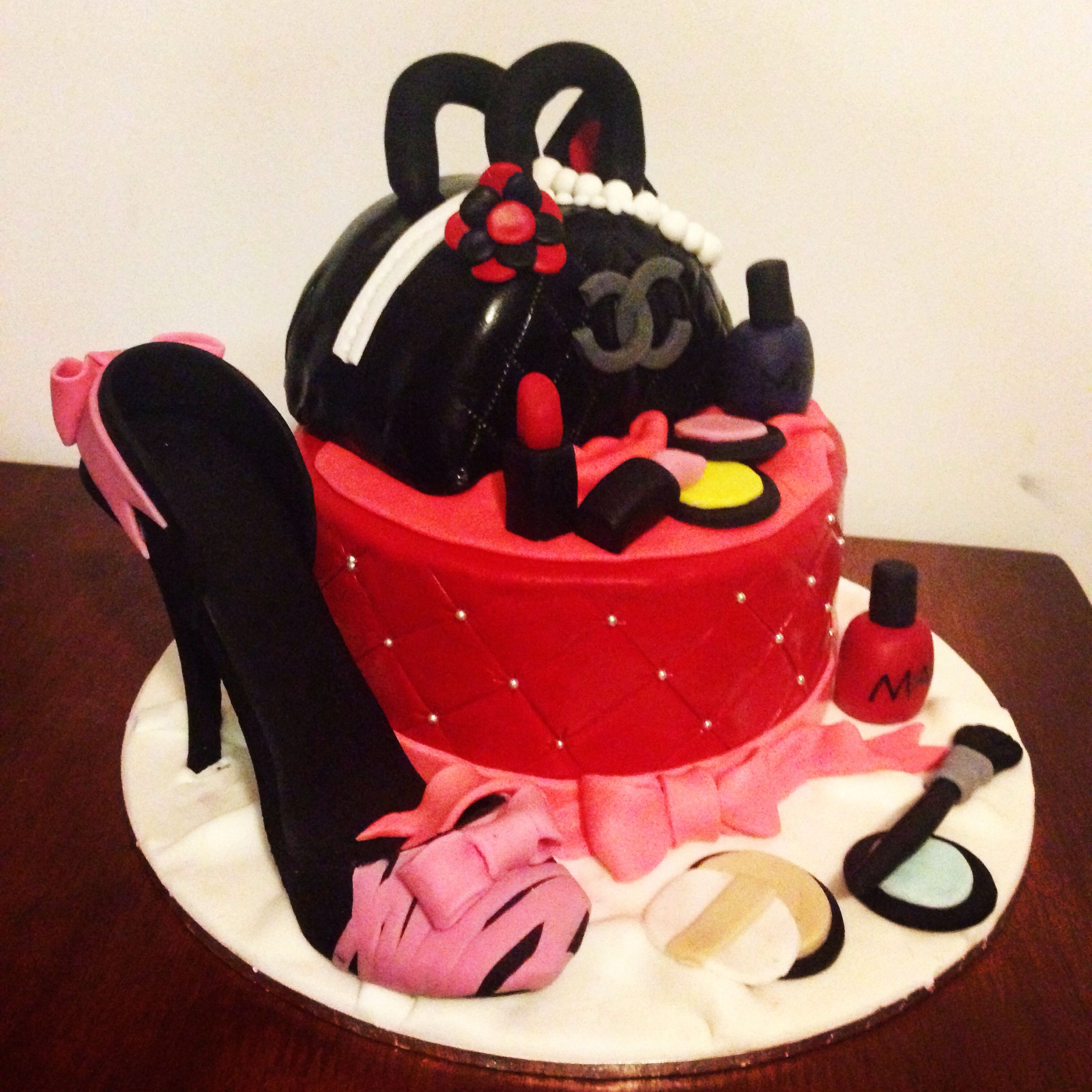 Makeup shoe jewellery 18th birthday cake part girls woman for 18th birthday decoration ideas for girls