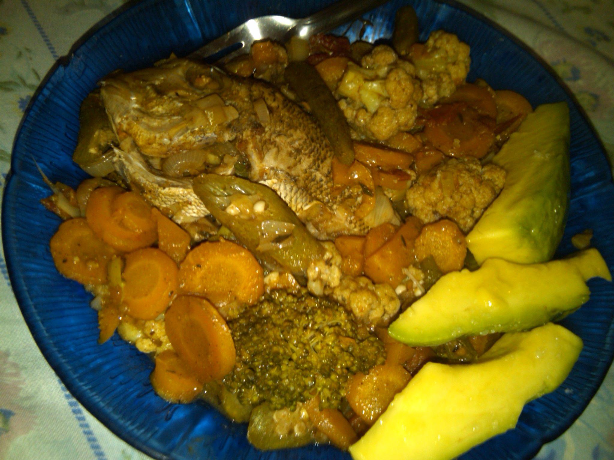 Steamed fish, broccoli, cauliflower.... n avocado