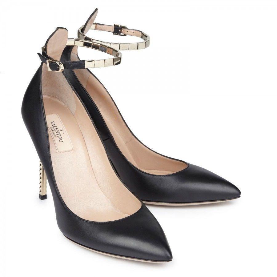 #Valentino Embellished Black leather pumps