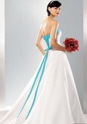 Image result for wedding dress with turquoise accents | casamento ...