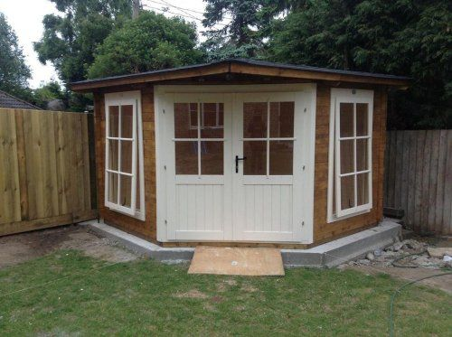It's not called a corner cabin for nothing you know! Our Coronet 300 Log Cabin fits a treat in this garden and is making the most of the spa...
