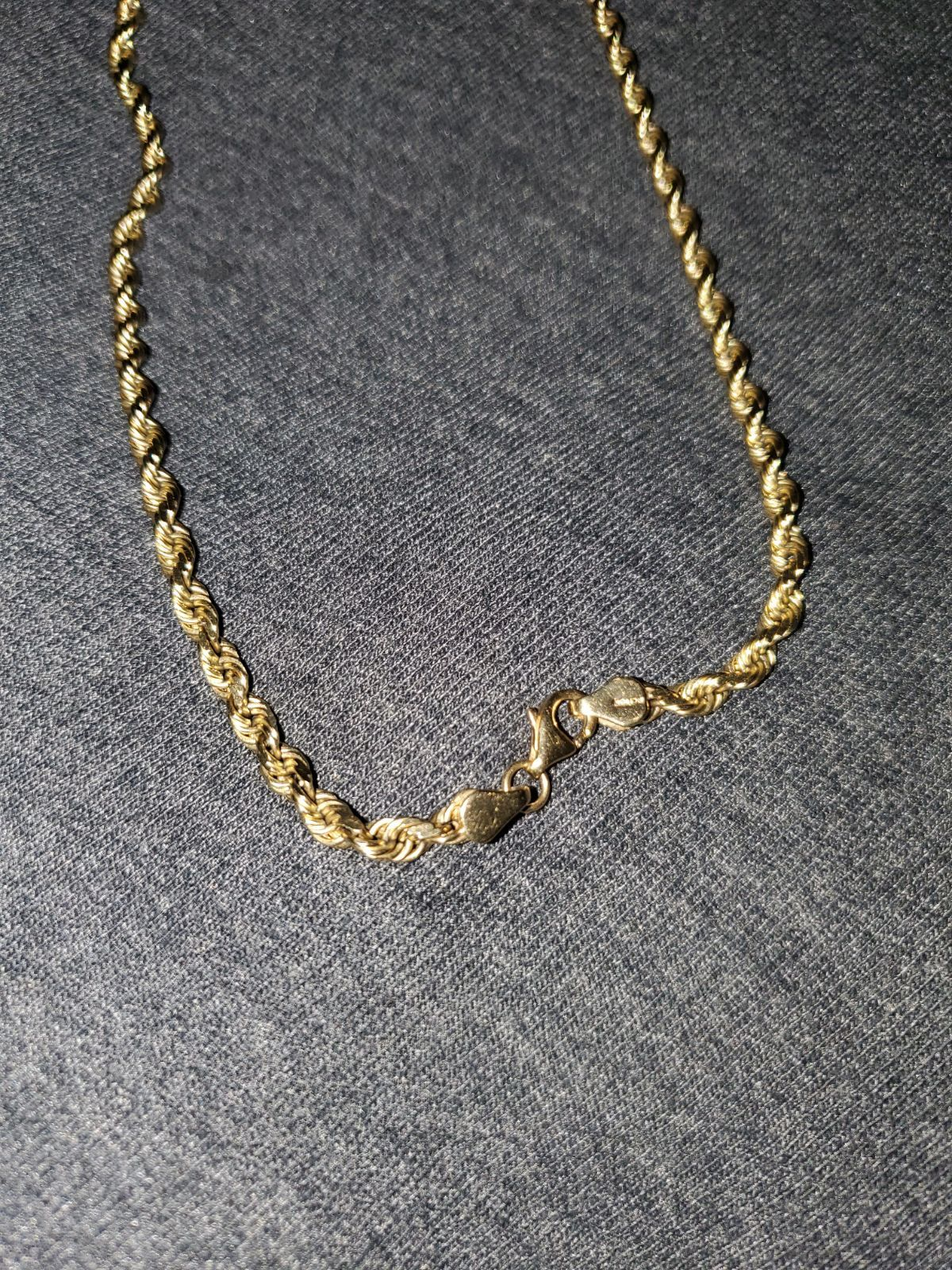 Im Selling A 10k Rope Chain It Weights 27 2gms Its 22 Long It S A Real Gold Chain Real Gold Chains Kay Jewelers Necklaces Gold Rope Chains