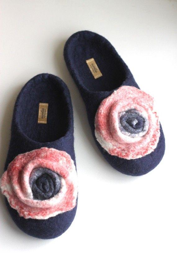 Pantofole di lana infeltritaHandmade per di AureliaFeltStudio, $75.00