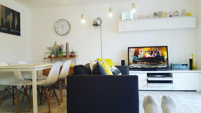 Modern Lounge Habitat Hyde sofa, Ikea Besta Burs, Ikea Melltorp - Wohnzimmer Ikea Besta