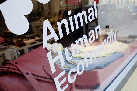 Grüne Mode: 3-fach freundlich: öko-fair-VEGANER Concept-Store DearGoods