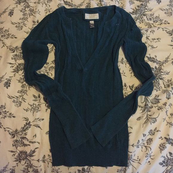 American Eagle teal knit sweater Lightweight teal blue knit sweater. Fits like a small. No trades please. American Eagle Outfitters Sweaters