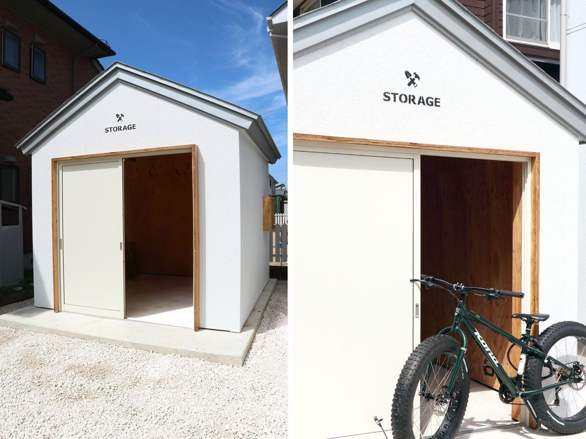 扉をカスタマイズできる小屋 白い砂利にカスタマイズした木の扉が