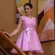 Violetta usa el vestido de Maria