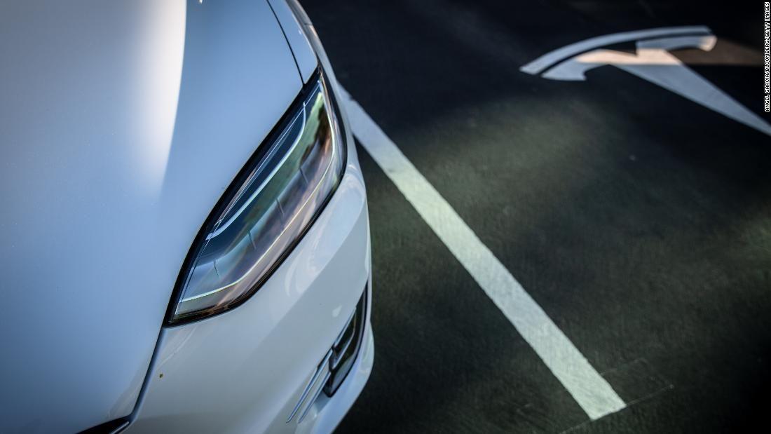 Terrifying But Fantastic New Tesla Feature Sparks Awe And Mayhem Tesla New Tesla Drivers Ed
