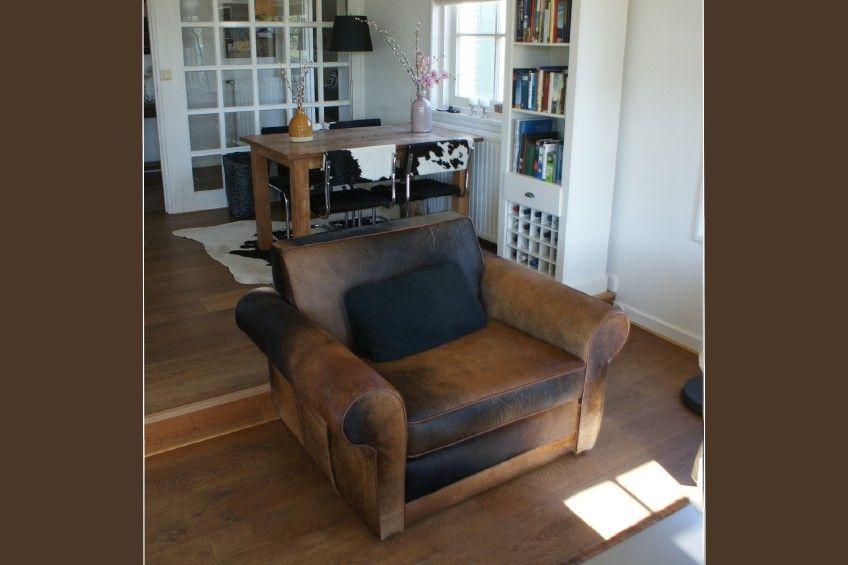 Interieurfoto s tip koeienbank fauteuils met koeienhuid