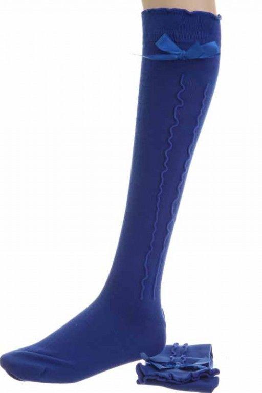 Ein echter Hingucker unter jedem #Dirndl und auch zur #Lederhose. Der #Kniestrumpf in modischem #blau mit Paspol und Schleife. #Trachtenmode #Modetrends #Styling