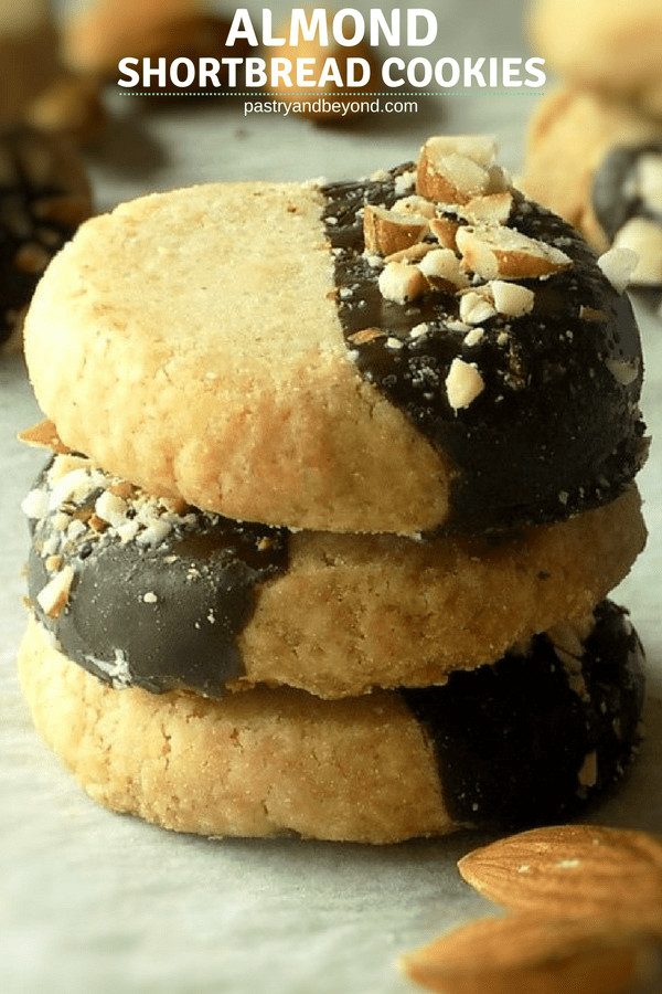 These almond shortbread cookies that are dipped in melted chocolate and sprinkled with chopped almonds are crunchy and so easy to make with few ingredients! #almond #almondshortbread #shortbreadcookies #shortbread #cookies