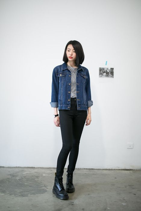 cute and laidback look with the grey tee denim jacket
