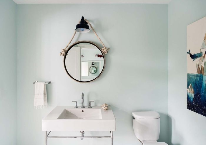 Landhausstil Badezimmer ~ Badezimmer im landhausstil einrichten retro lampe und spiegel