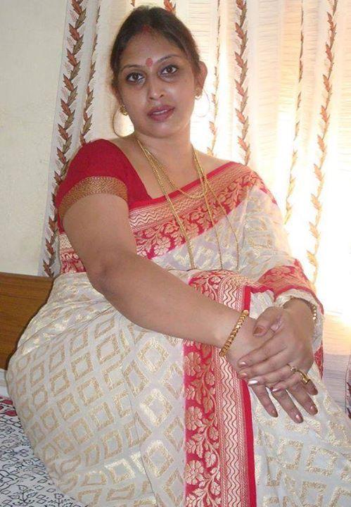 Indische Tante heiße Sari Bilder