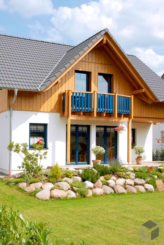 Holzhaus im alpenländischen Stil 'Musterhaus Mülheim