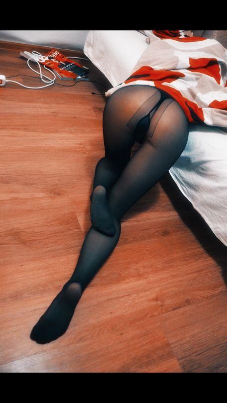 S Pantyhose Clad