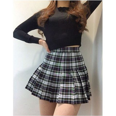 33e3ccdd28 @seung__yeon___ wears the black and white plaid American Apparel Tennis  Skirt. One of my favorite feeds to follow for frequent AA Tennis Skirt  OOTDs, ...