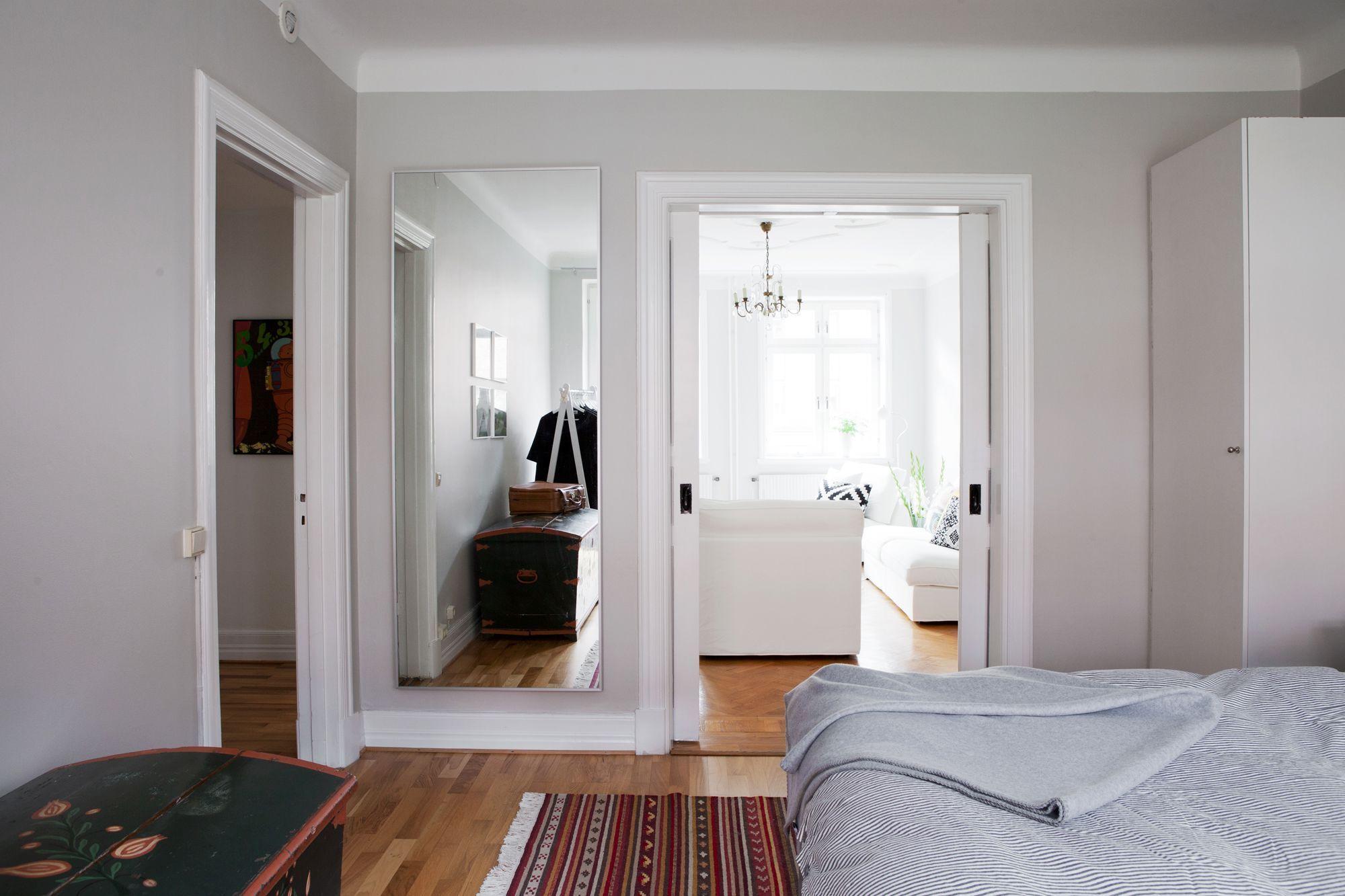 Paredes grises muebles blancos suelo de madera paredes for Ikea amueblar piso pequeno