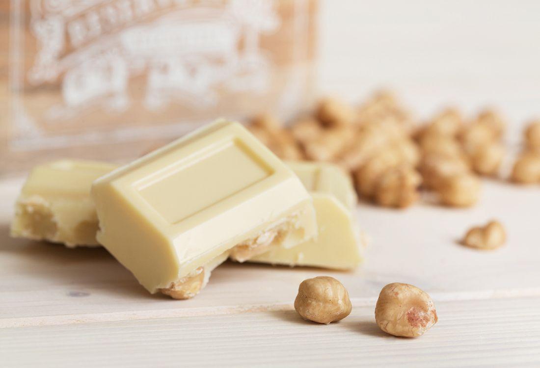 Crema di nocciola al cioccolato bianco: delicate milk cream with white chocolate and hazelnut.