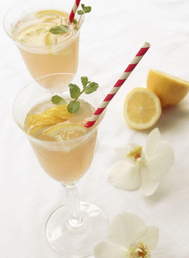 rhabarber gin cocktail foodblog kochgehilfin drinks. Black Bedroom Furniture Sets. Home Design Ideas