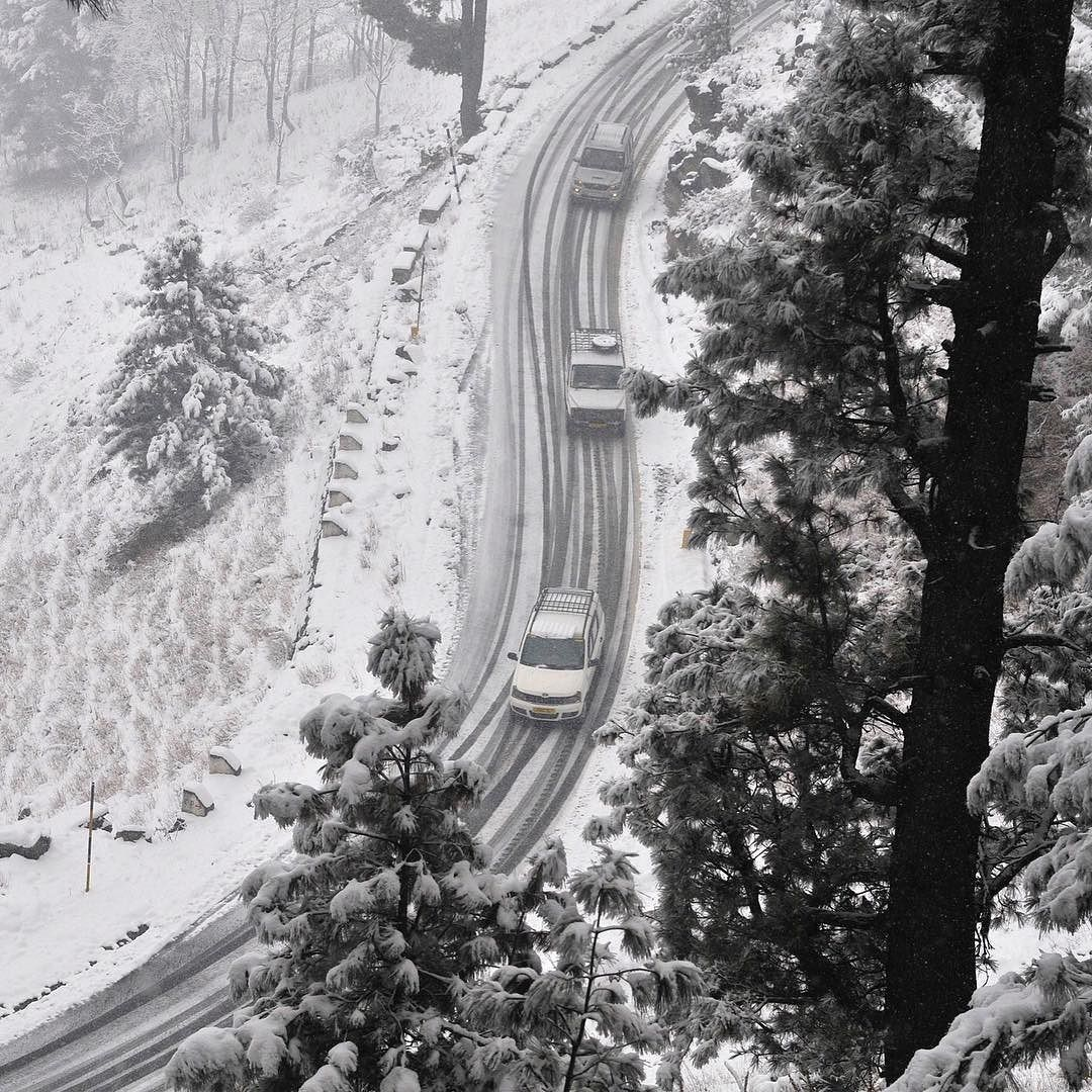 الثلوج تغطي الطرقات المؤدية مدينة سريناغار في الهند بالصور شتاء ثلج الهند بي بي سي Bbcsnapshot Srinagar India Snow Instagram Instagram Posts Wallpaper