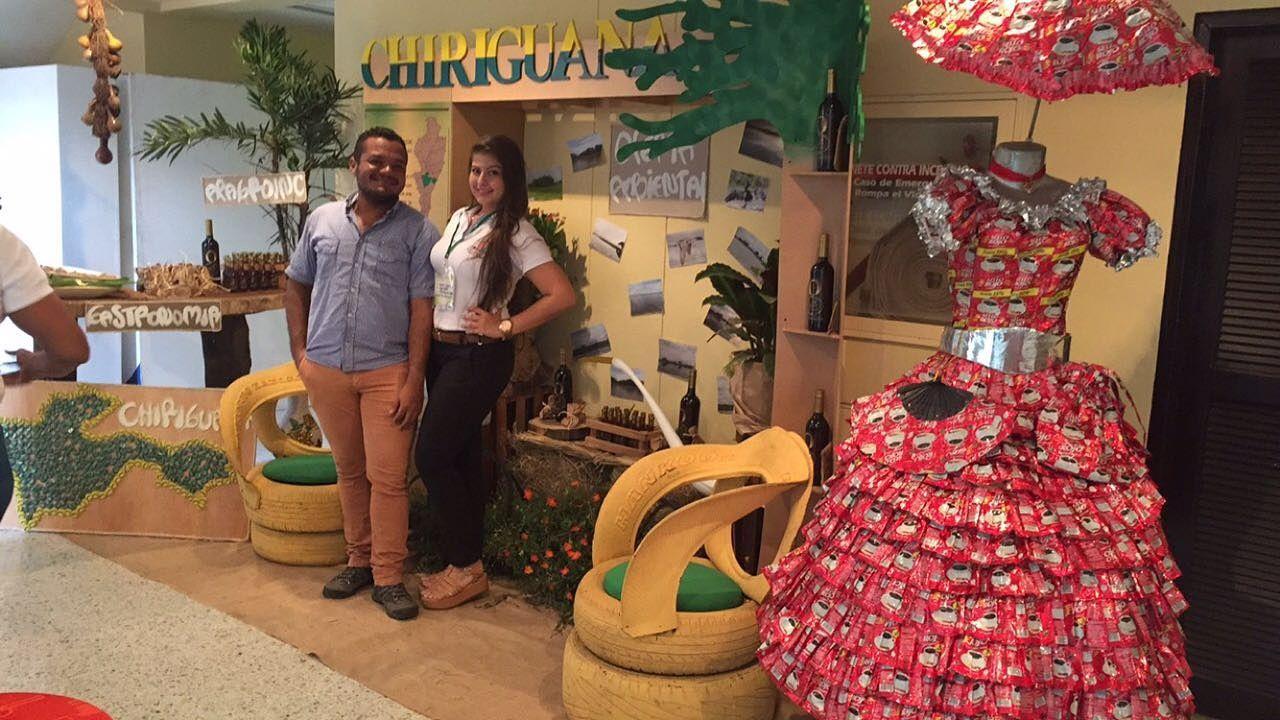 festival ecológico Dptal del cesar. stand de chiriguaná Cesar. El vestido La Marquesa del Café fue elaborado para una actividad de la escuela Nuestra Sra de Chiquinquirá.