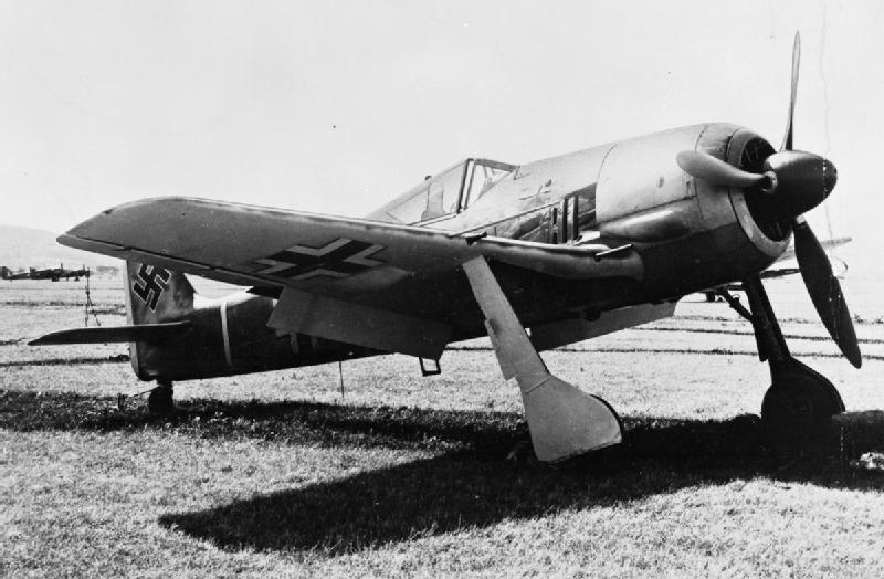 Fw-190A-3 III./JG2 (<+) Armin Faber, WNr. 5313 landed at RAF Pembrey 23 June 1942