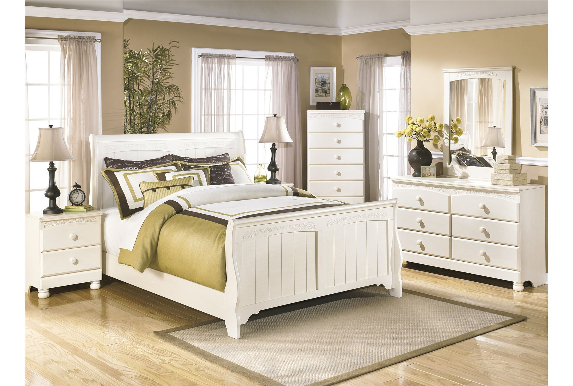 Cream Cottage Full Sleigh Bed Living Spaces/ for guest