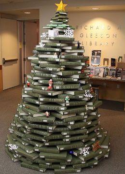 Libri Decorazioni Natalizie.Natale Libresco Albero In Biblioteca Idee Per L Albero Di Natale Decorazioni Albero Di Natale Albero Di Natale Fai Da Te