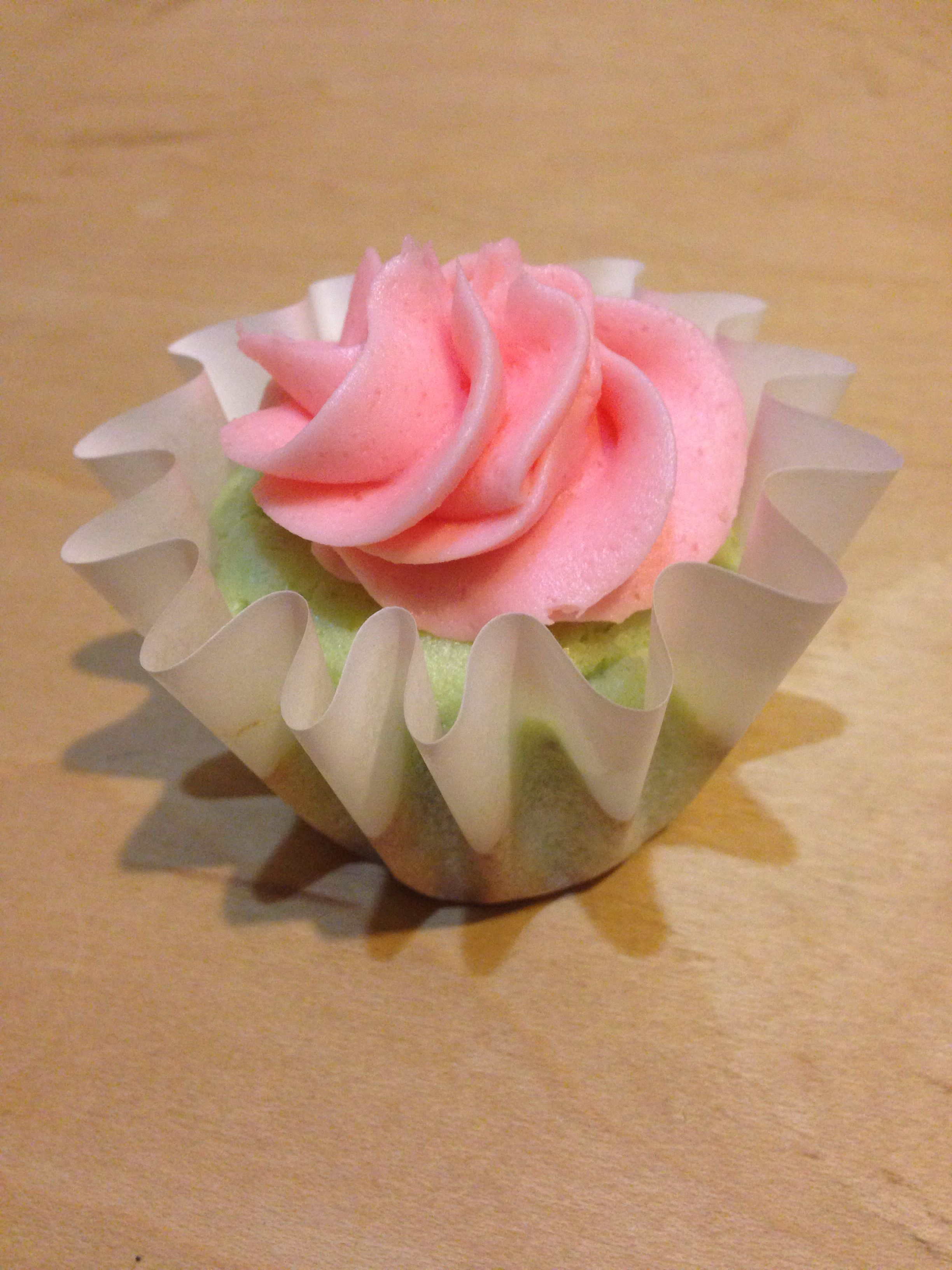 Full size strawberry lime aid cupcakes